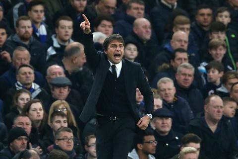 Wenger va Mourinho cao buoc Chelsea duoc huong loi tu lich dau hinh anh