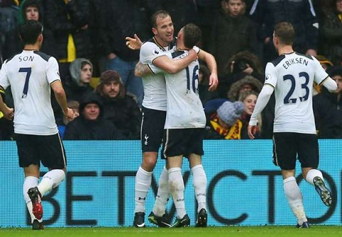 Tien dao Harry Kane can bang thanh tich cua Henry hinh anh