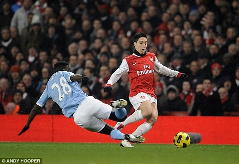 Tien ve Samir Nasri Arsenal thieu dong luc o EPL hinh anh 2