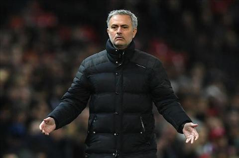 Mourinho phe binh hoc tro vi… an mung ban thang hinh anh