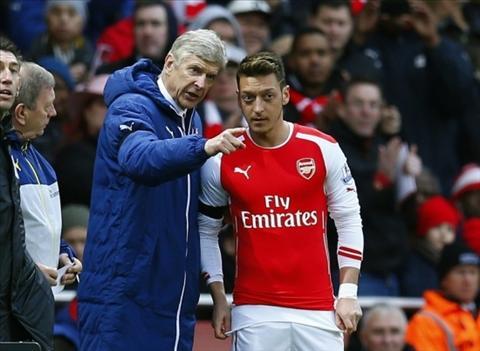 Huyen thoai Arsenal khuyen Ozil it ban tam hon den Wenger hinh anh