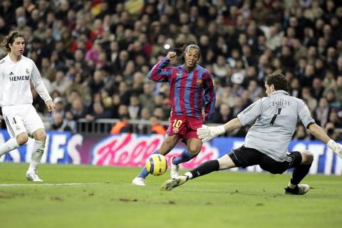 Ronaldinho cho rang minh da giup Barcelona chan su thong tri cua Real Madrid.