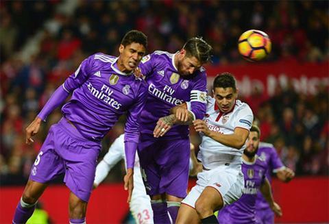 Ramos danh dau phan luoi nha khi chien thang dang nam trong tam tay cua Real. Anh: Reuters