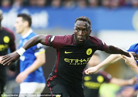 Leicester tinh gay soc voi cuu sao Arsenal hinh anh