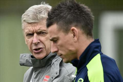 Trung ve Laurent Koscielny chi ra diem yeu cua Arsenal hinh anh 2