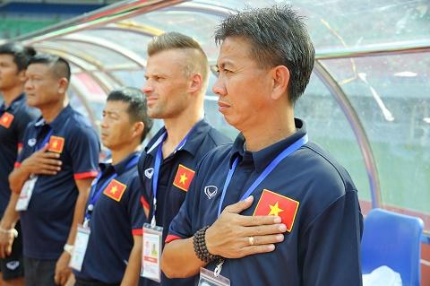 HLV U20 Viet Nam Da them vai tran V-League de lam gi hinh anh