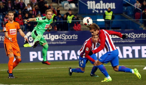 Griezmann lai lap cong giup Atletico Madrid gianh chien thang.