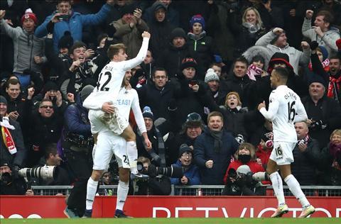 Liverpool 2-3 Swansea Bay gio thang may roi, Klopp hinh anh 2