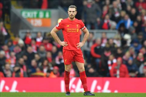 Thua tham Leicester, Liverpool con don tin du tu Henderson hinh anh