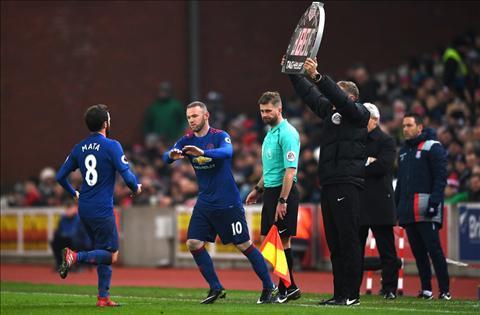 Rooney vao thay Mata tran voi Stoke