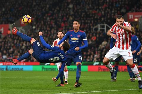 Diem nhan Stoke 1-1 MU Rooney di vao lich su hinh anh