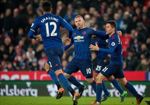 Ibrahimovic Toi khong hieu sao Rooney bi danh gia thap hinh anh