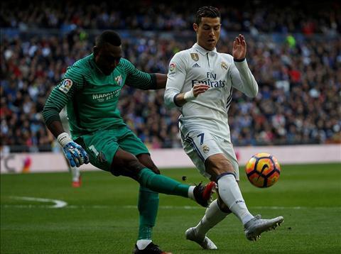 Real Madrid 2-1 Malaga Zidane dung, nhung van lo hinh anh 2