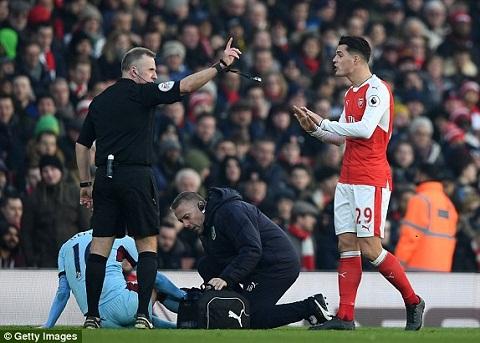 Nhung diem nhan sau tran dau sieu kich tinh Arsenal 2-1 Burnley  hinh anh 3