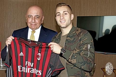 Barcelona tuyên bố tái hợp ngôi sao lưu lạc ở AC Milan