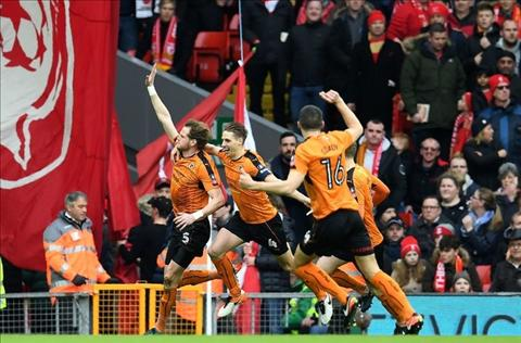 Liverpool 1-2 Wolves Chien thang o noi nao hinh anh 2