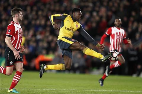 Southampton 0-5 Arsenal Ngay tai sinh ruc ro cua Welbeck hinh anh