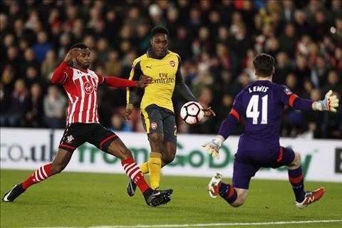 Southampton 0-5 Arsenal Ngay tai sinh ruc ro cua Welbeck hinh anh 2