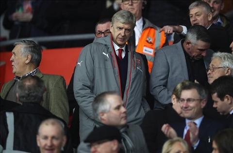 Wenger buc xuc voi an phat cam chi dao 4 tran hinh anh
