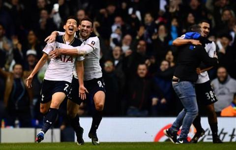 Tottenham 4-3 Wycombe Bua dai tiec dang nho tren White Hart Lane hinh anh