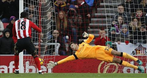 Liverpool chiu toi 2 qua penalty truoc Sunderland