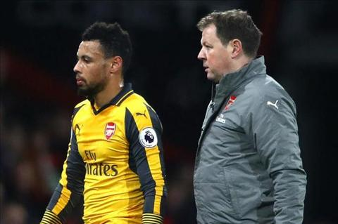 Wenger lo so tin xau ve chan thuong cua tru cot Arsenal hinh anh