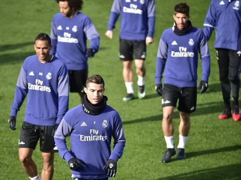 Zidane tuyen bo khong de Cris Ronaldo nghi ngoi.