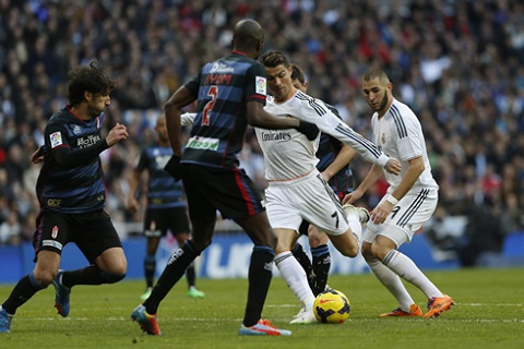 Real Madrid vs Granada (19h00 71) Danh nhanh, diet gon hinh anh