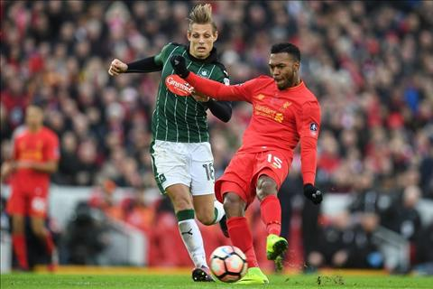 Carragher khuyen Liverpool ban tien dao Sturridge hinh anh