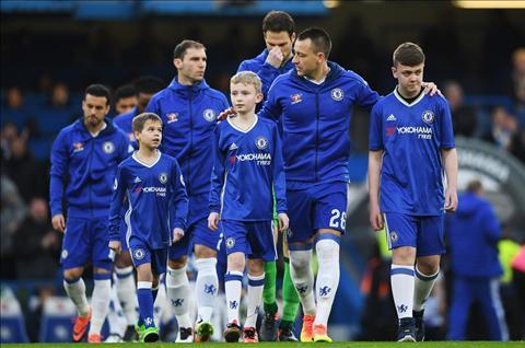 Chelsea 4-1 Peterborough Ngay hang thu The Blues ton vinh… Ake hinh anh