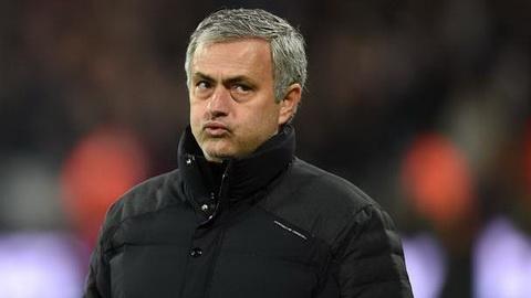 Mourinho danh gia tran dau voi Hull quan trong hon Liverpool.