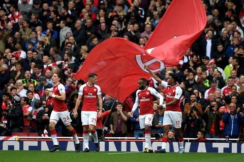 Arsenal gianh chien thang 2-0 truoc Brighton