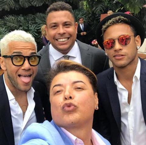 Neymar hoi ngo cung Nguoi ngoai hanh tinh Ronaldo hinh anh