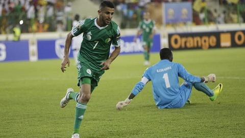 Riyad Mahrez (Algeria): Du duoc danh gia thuoc hang cau thu ngoi sao tai chau Au nhung Mahrez khong the giup DT Algeria gianh ve dai dien cho khu vuc chau Phi du World Cup 2018.
