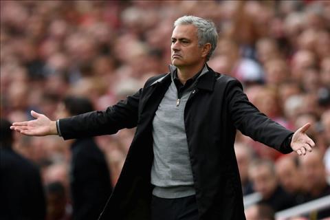 Huyen thoai MU phan doi chien thuat tieu cuc cua Mourinho hinh anh