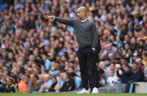 HLV Pep Guardiola noi ve hang cong Man City hinh anh 2