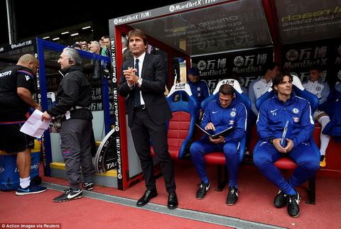 HLV Antonio Conte dan hieu su khac nghiet o Premier League.