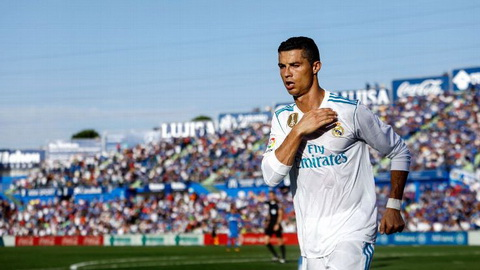 Cristiano Ronaldo ghi ban dau tien tai La Liga.