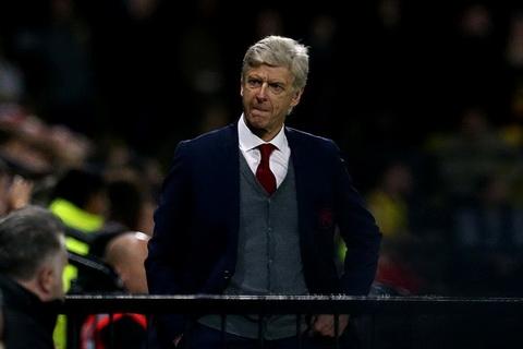 Vua thua tran, Arsene Wenger vua co nguy co bi phat.