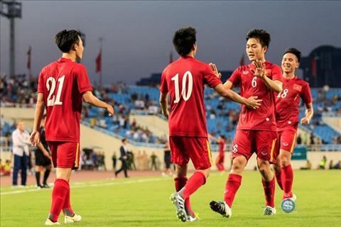 DT Viet Nam tiep tuc bo xa Thai Lan tren BXH FIFA thang 102017 hinh anh