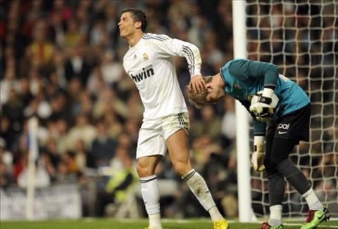 Ronaldo muon Real mua thu mon David de Gea hinh anh