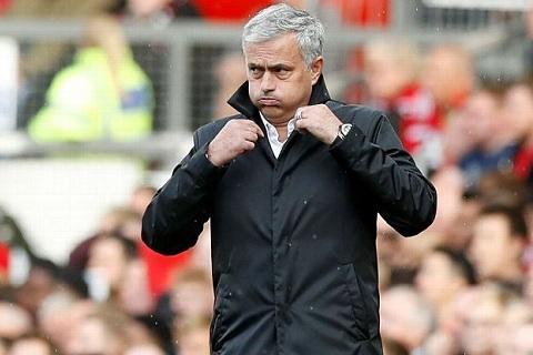 Mourinho suyt chut nua tro thanh thay Messi