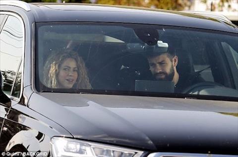 Pique va Shakira lien tuc tinh tu, xoa tin don chia tay hinh anh