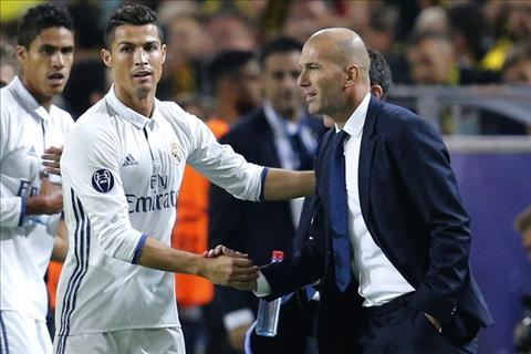 HLV Zidane bat ngo khong ung ho Ronaldo gianh bong vang hinh anh