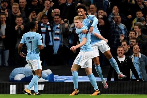 Man City toan thang 3 tran vong bang Champions League