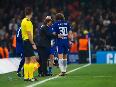 HLV Antonio Conte lo lang ve tinh hinh suc khoe David Luiz.