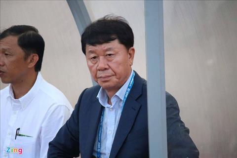 Tình huống dở khóc, dở cười của HLV TPHCM vì bị vạ lây án phạt hình ảnh