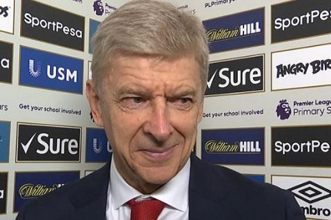 Wenger noi gi sau chien thang gion gia truoc Everton hinh anh