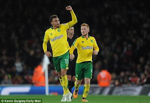Arsenal 2-1 Norwich Sao tre 18 tuoi cuu roi Phao thu hinh anh 2