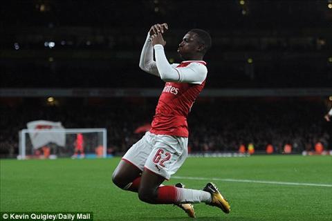 Arsenal 2-1 Norwich Sao tre 18 tuoi cuu roi Phao thu hinh anh 3